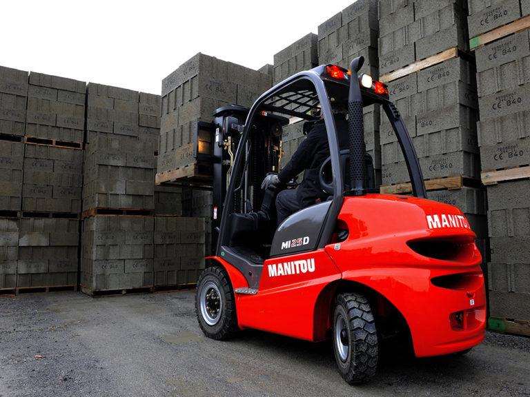 Découvrez le chariot à mât industriel thermique MANITOU MI